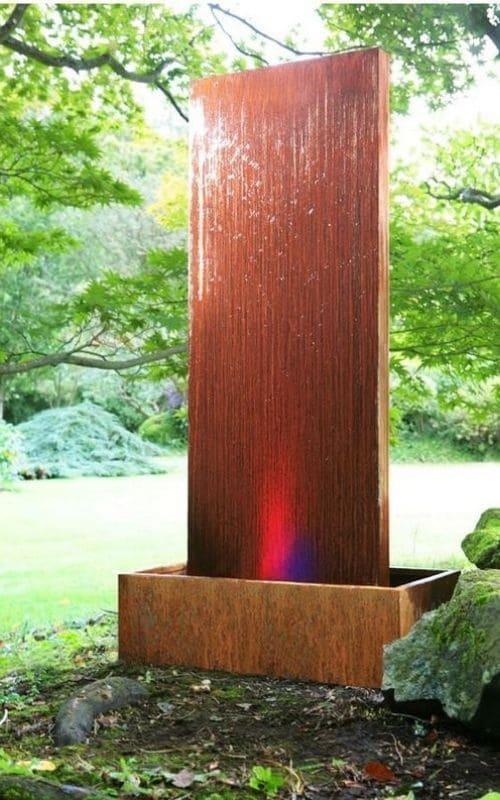 Décorez votre jardin avec un mur cascade en acier corten