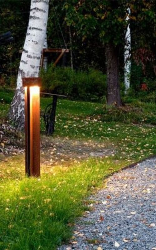 Lampadaire en acier corten : un design unique en son genre