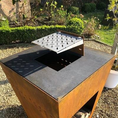 Optez pour un meuble plancha BRUT en acier corten